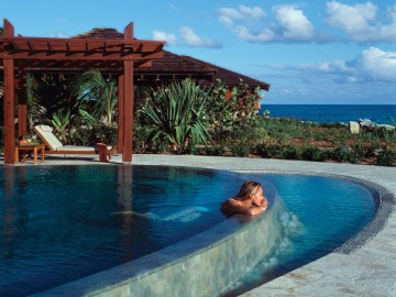 Peter  Island  13  Spa  Pool With  Lady 1024X756